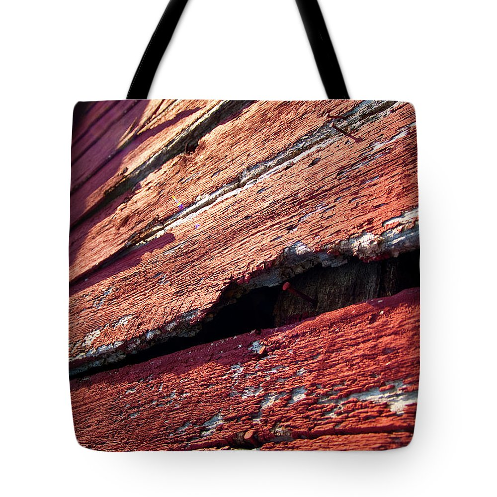 Barn Tote Bag featuring the photograph The Red Barn 1 by Richard Larson