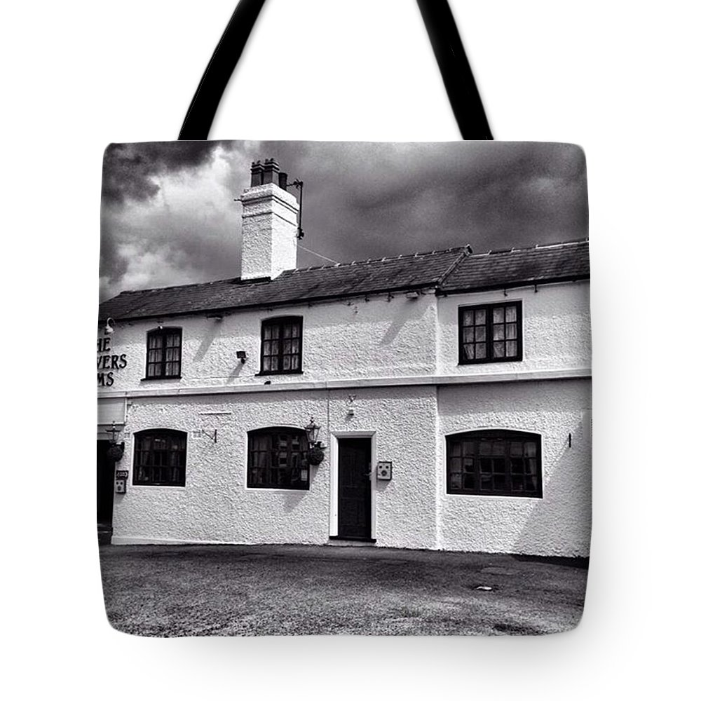 Snapseed Tote Bag featuring the photograph The Weavers Arms, Fillongley by John Edwards