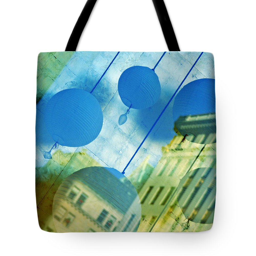 New York Tote Bag featuring the photograph Tiffanys by Skip Hunt