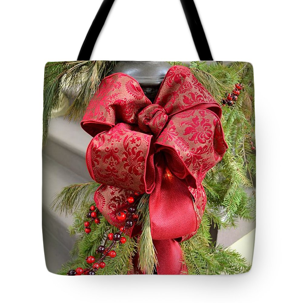 Holiday Tote Bag featuring the photograph Tis The Season by Linda Covino