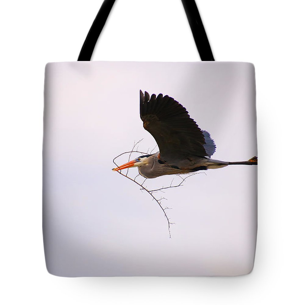 Heron Tote Bag featuring the photograph To The Nest by Tony Umana