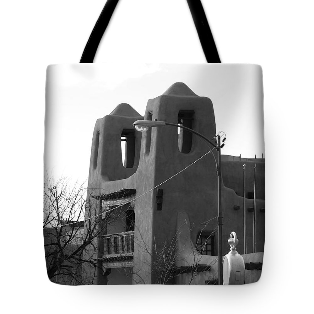 Architecture Tote Bag featuring the photograph Town Hall by Rob Hans