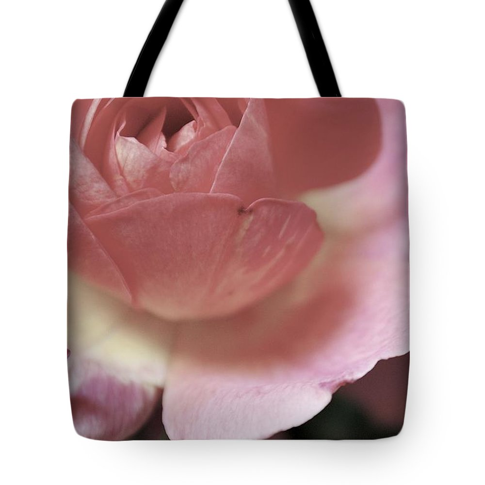 Flowers Tote Bag featuring the photograph Tranquility by Donna Shahan