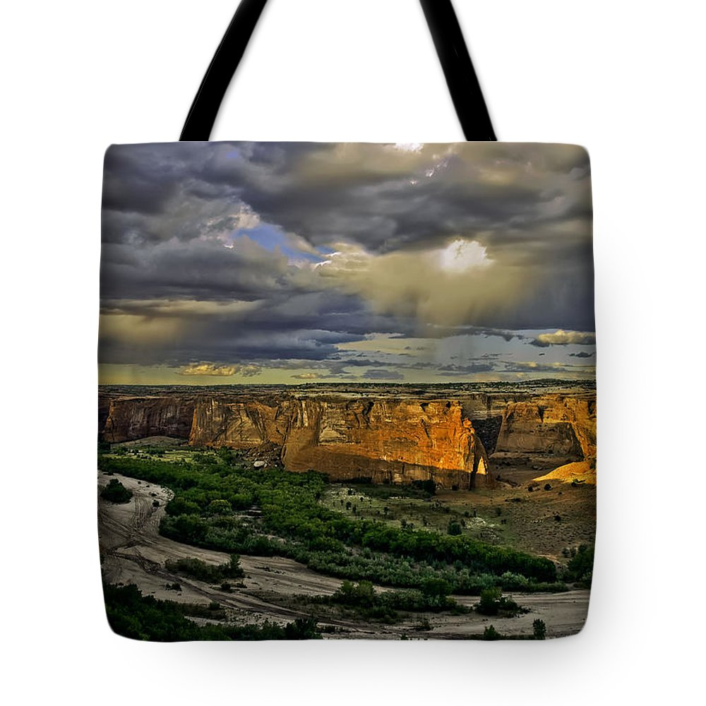 Canyon De Chelly Tote Bag featuring the photograph Tsegi Overlook Sunrise by Paul Basile