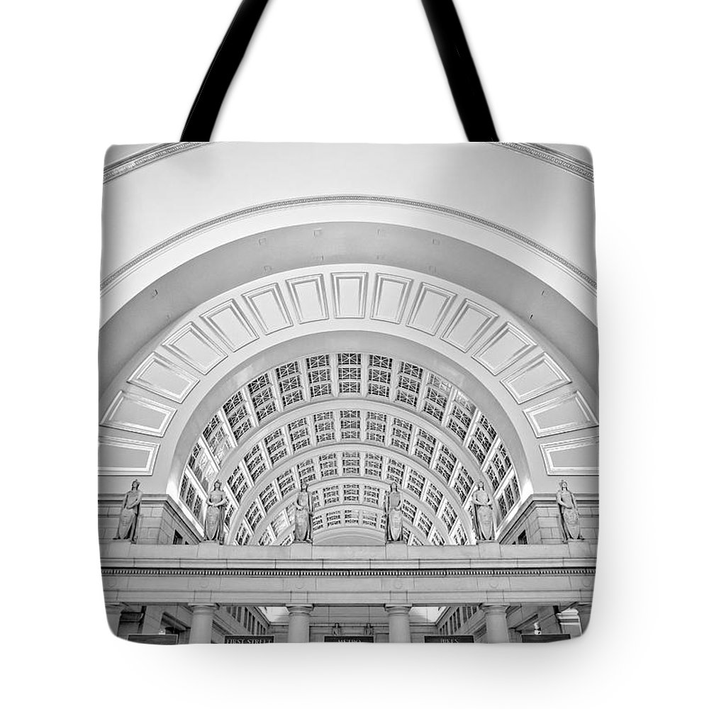 Union Station Tote Bag featuring the photograph Union Station Washington Dc by Susan Candelario