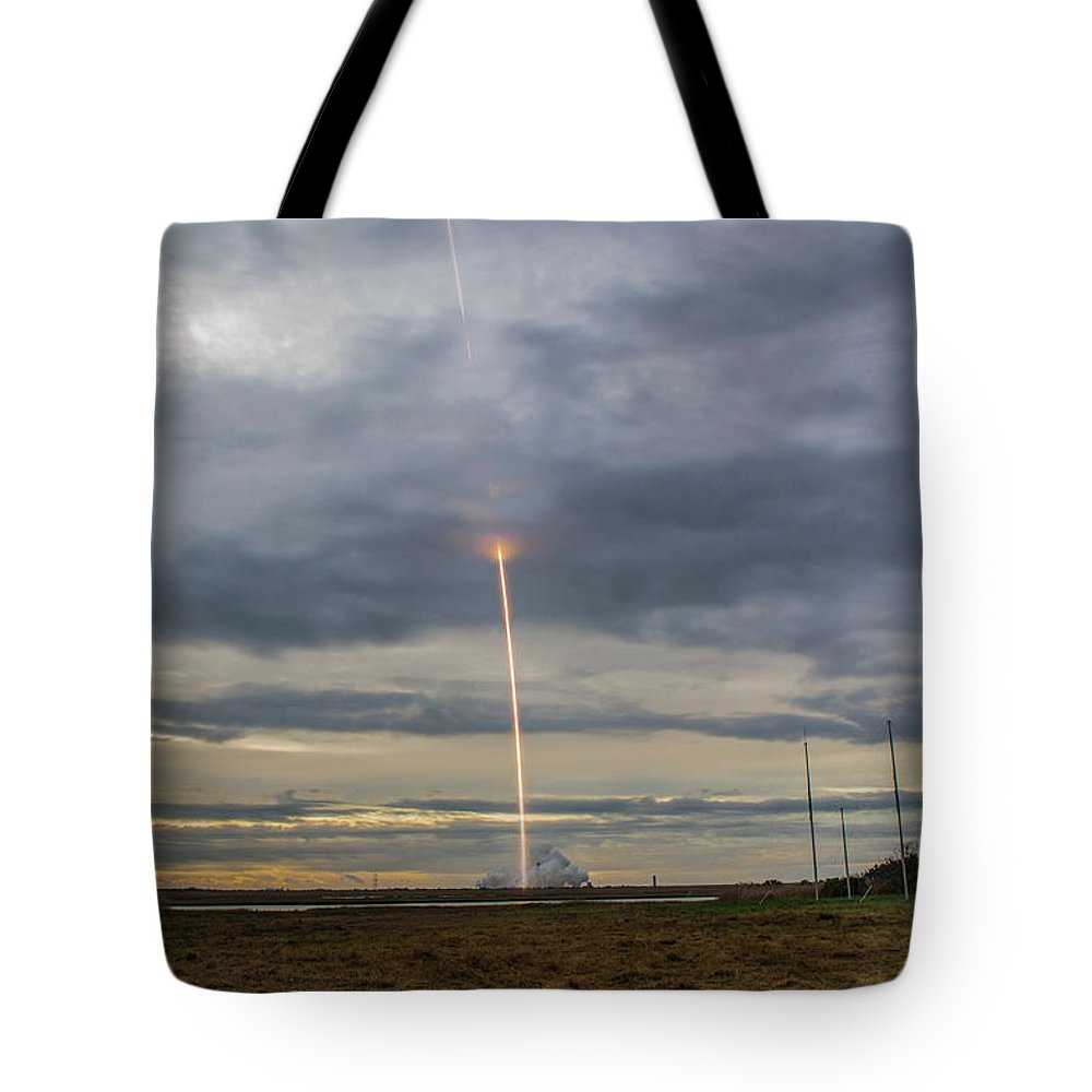 Rocket Launch Antares Orbital Atk Wallops Island Virginia Tote Bag featuring the photograph Up Up And Away by Steve Hammer