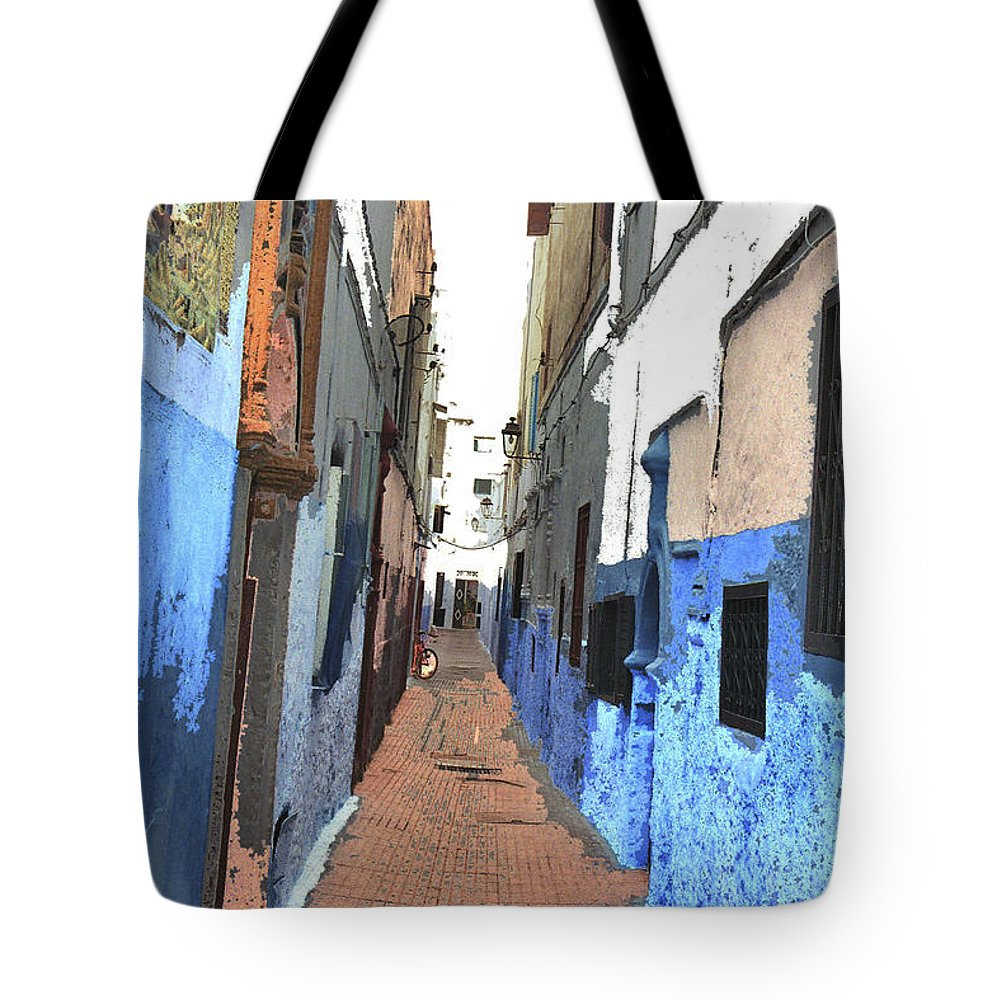 Urban Tote Bag featuring the photograph Urban Scene by Hana Shalom