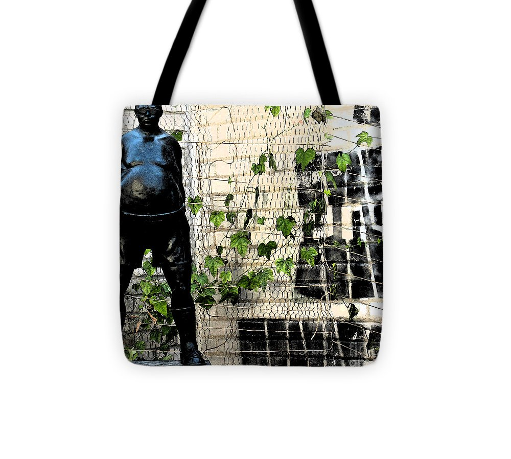 Modern Tote Bag featuring the photograph Urban Vines 2 by Gary Everson