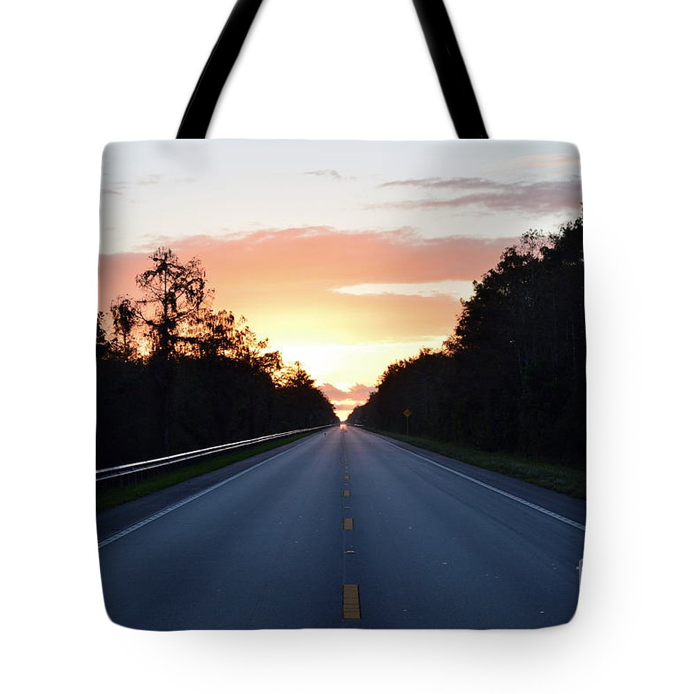 Tote Bag featuring the photograph Us-41 To Miami by Lenin Caraballo