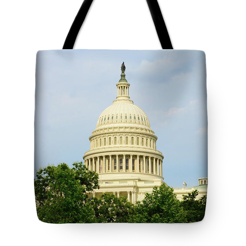 Uscapitol Tote Bag featuring the photograph Us Capitol 2 by Gwen Juarez