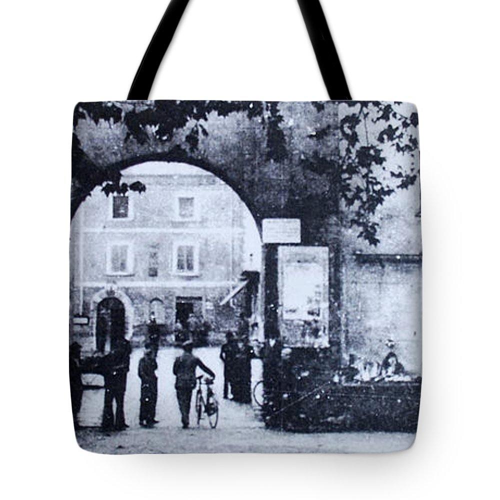 Tuscany Tote Bag featuring the photograph Villafranca by Kurt Hausmann