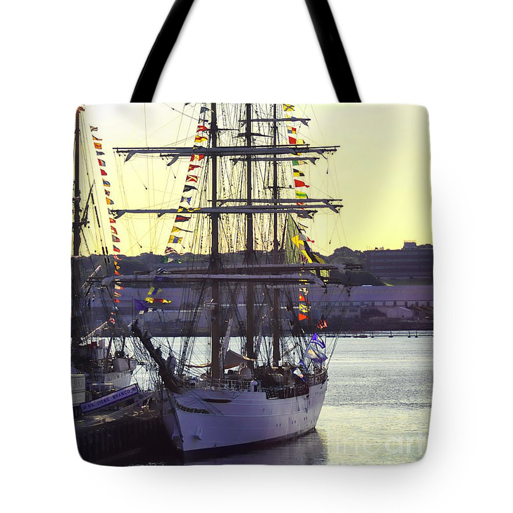 America Tote Bag featuring the photograph Visiting New London by Joe Geraci