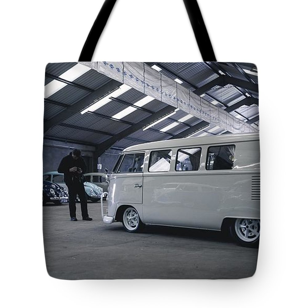 Volkswagen Microbus Tote Bag featuring the photograph Volkswagen Microbus by Mariel Mcmeeking