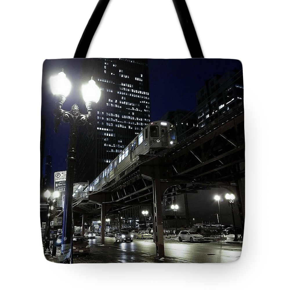 Chicago Tote Bag featuring the photograph Wabash El by Sue Conwell