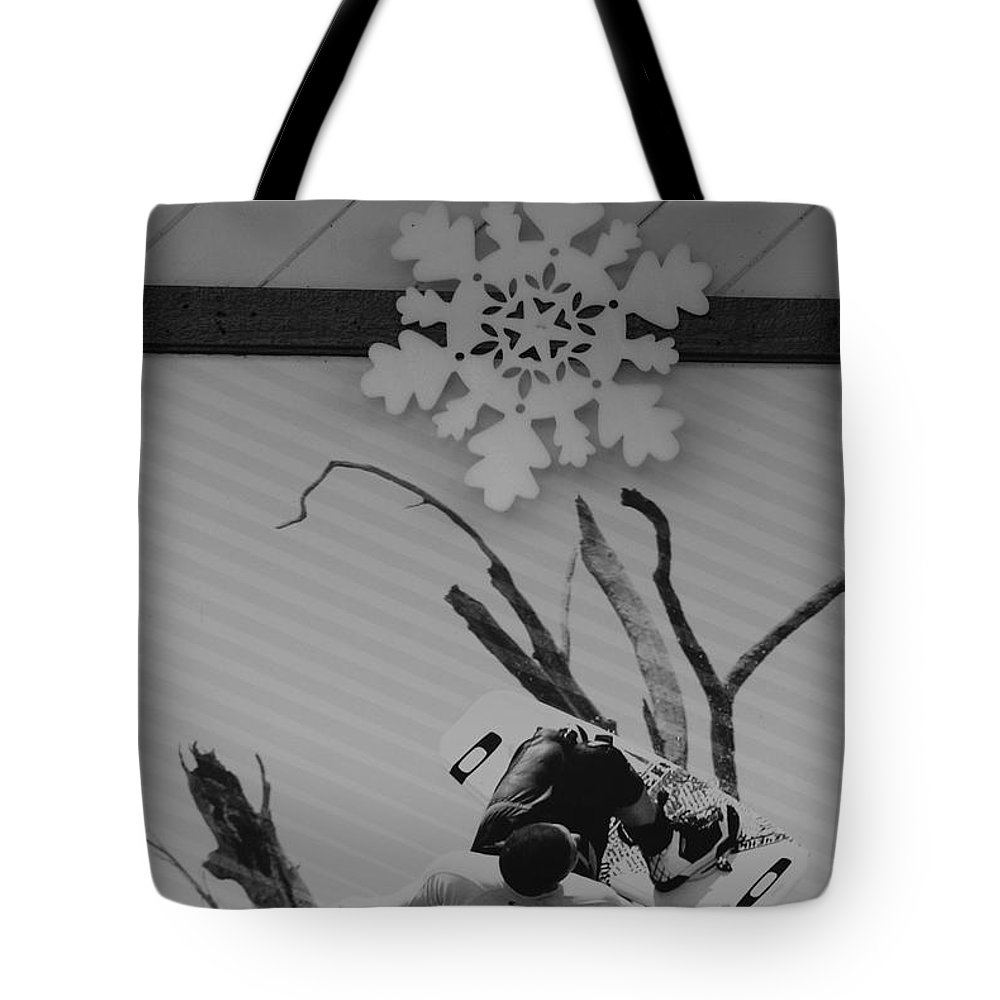 Snow Flake Tote Bag featuring the photograph Wall Surfing With A Snow Flake by Rob Hans