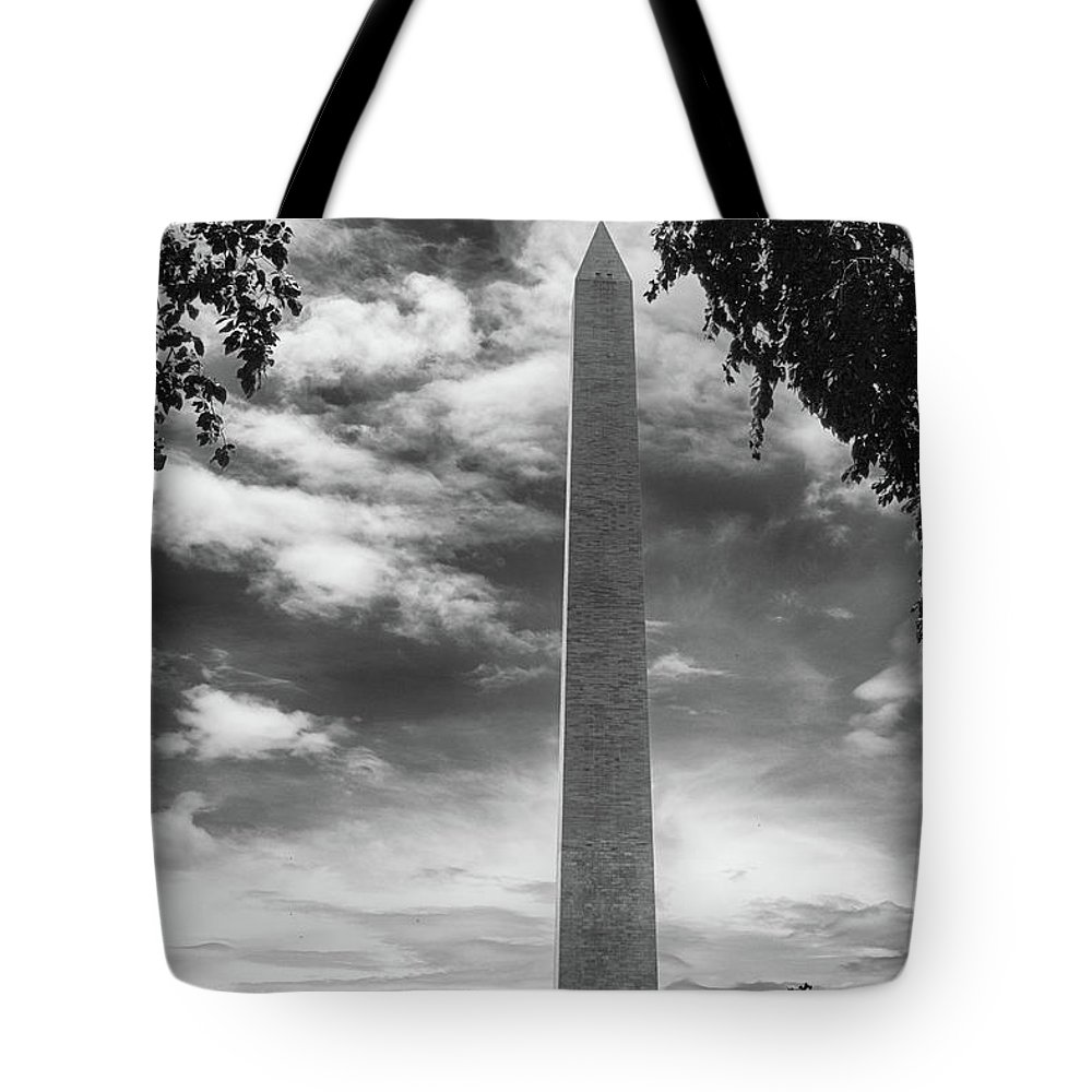 The Washington Monument Tote Bag featuring the photograph Washington Monument Black And White by Tom Gari Gallery-Three-Photography
