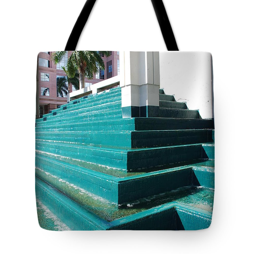 Architecture Tote Bag featuring the photograph Water At The Federl Courthouse by Rob Hans