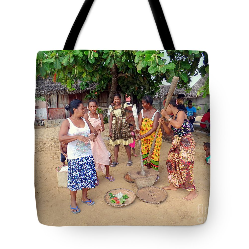 Nosy Be Tote Bag featuring the photograph Welcome Committee by John Potts