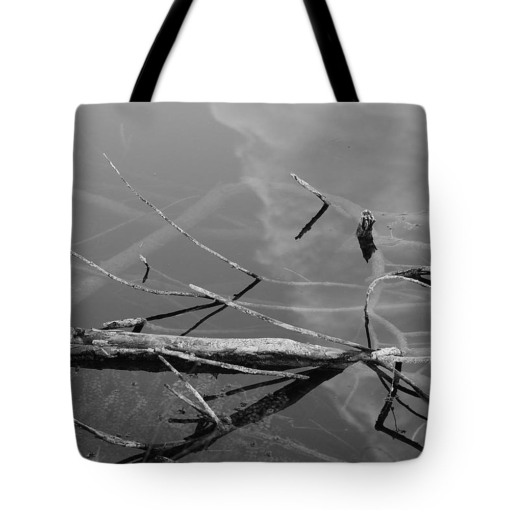 Black And White Tote Bag featuring the photograph Wet Wood by Rob Hans