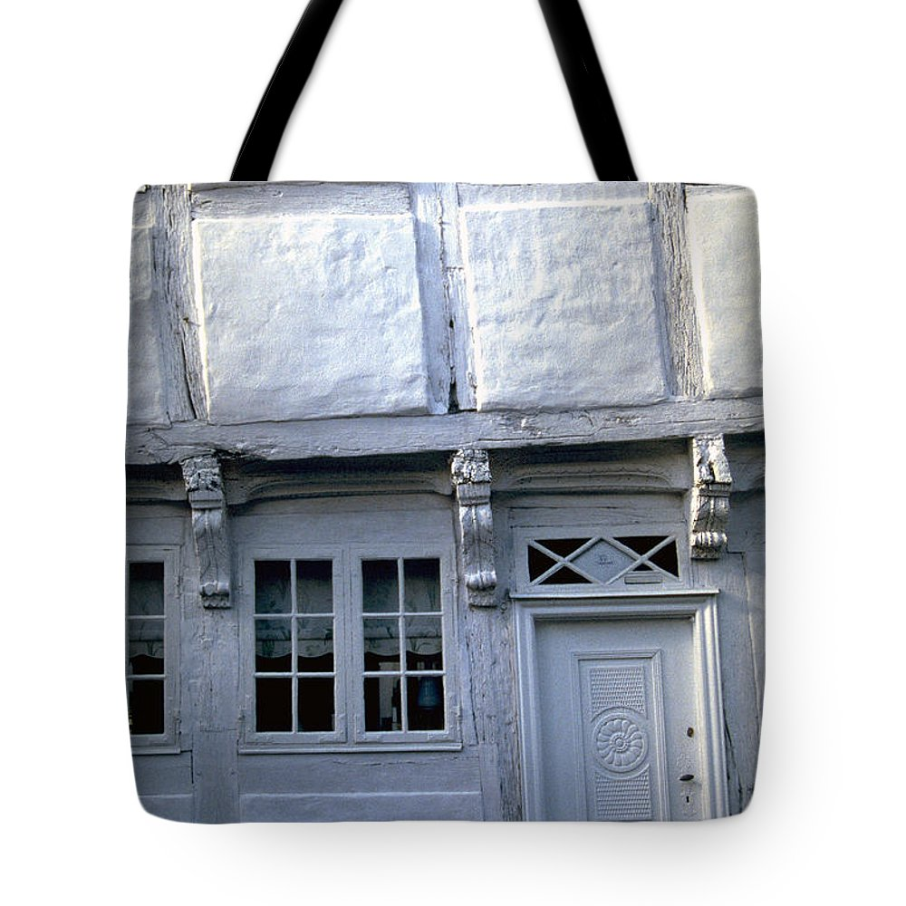 White House Tote Bag featuring the photograph White House by Flavia Westerwelle