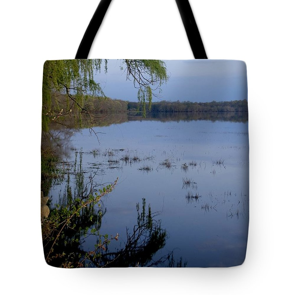 Sunrise Tote Bag featuring the photograph Worden's Pond 3 by Steven Natanson