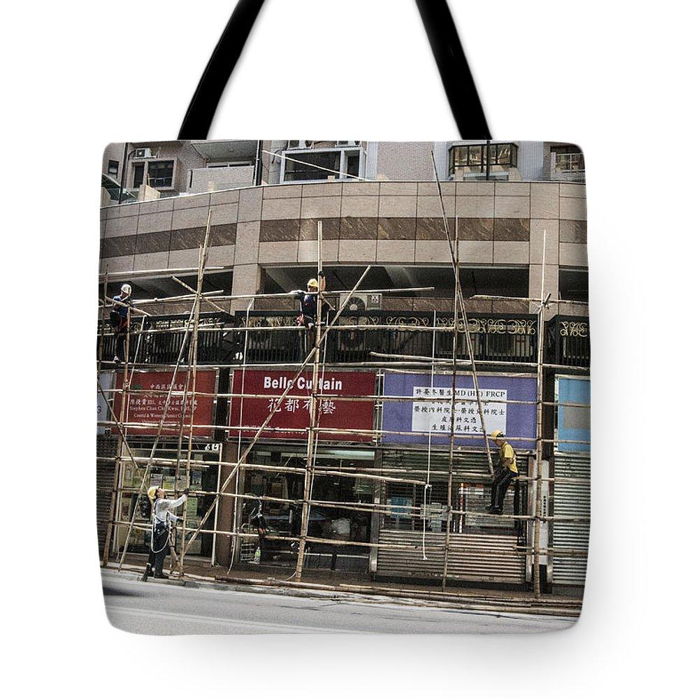 Hongkong Tote Bag featuring the photograph Working Hard by Israel Hernandez