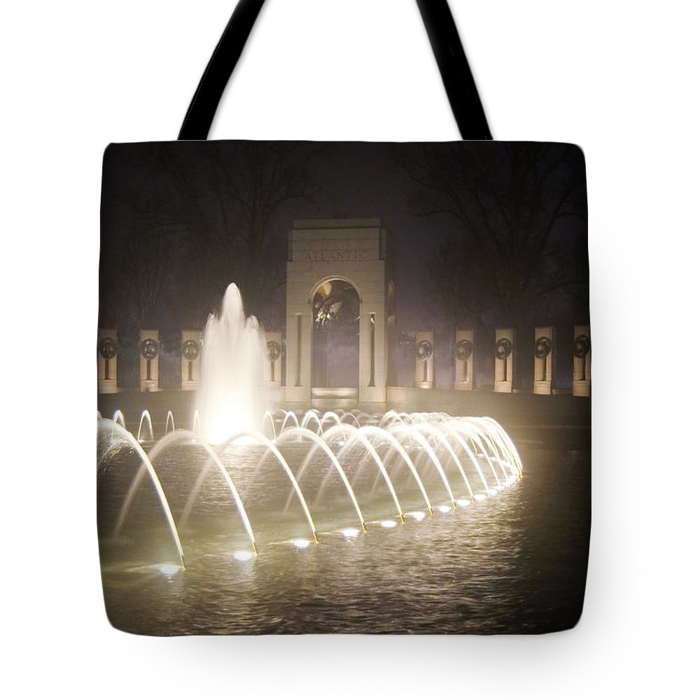 Ww 2 Tote Bag featuring the photograph Ww 2 Memorial Fountain by Francesa Miller