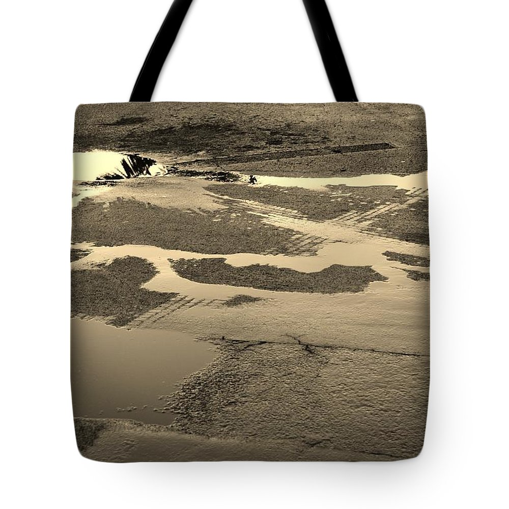 Water Tote Bag featuring the photograph Yellow Streams In The Lot by Rob Hans