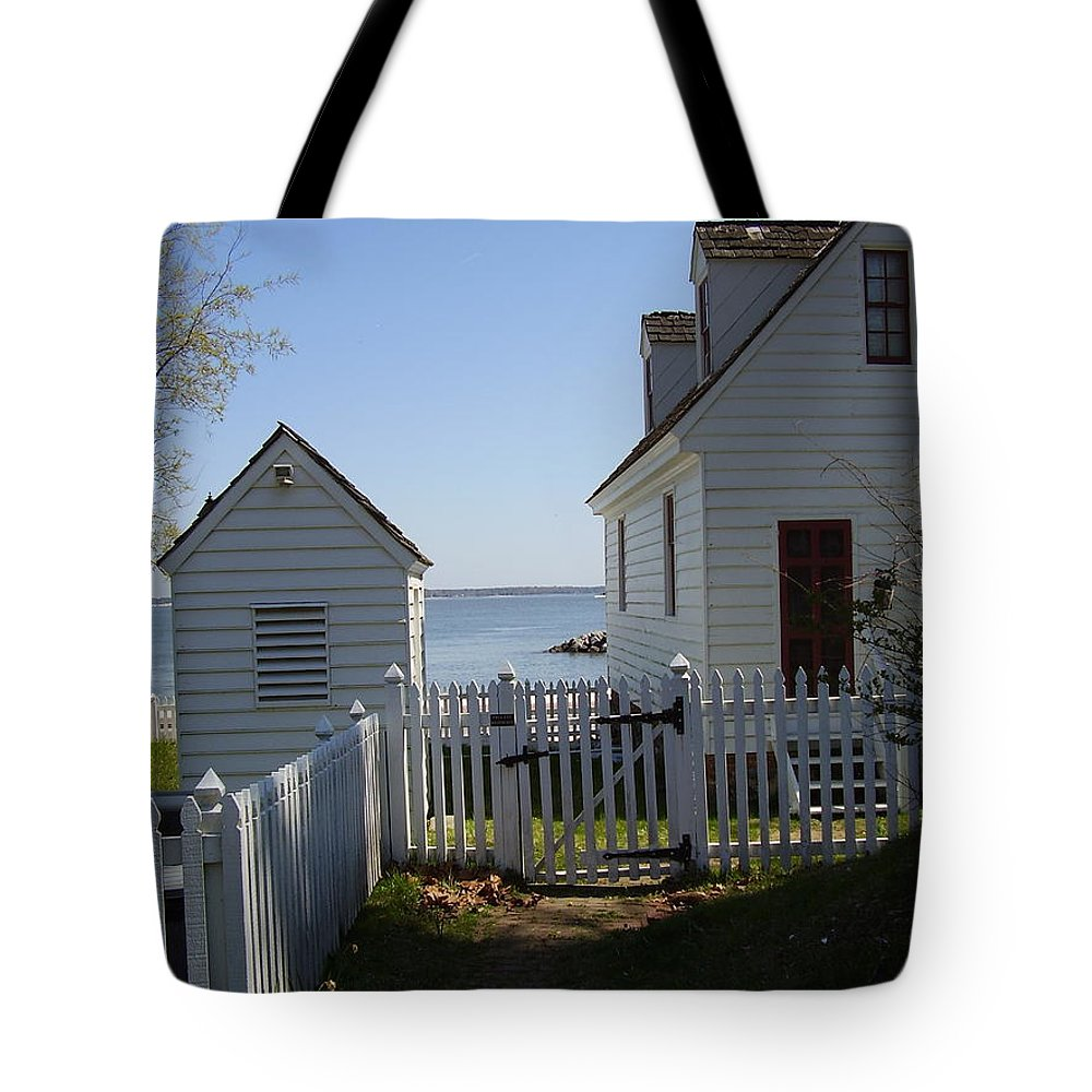 Yorktown Tote Bag featuring the photograph Yorktown by Flavia Westerwelle