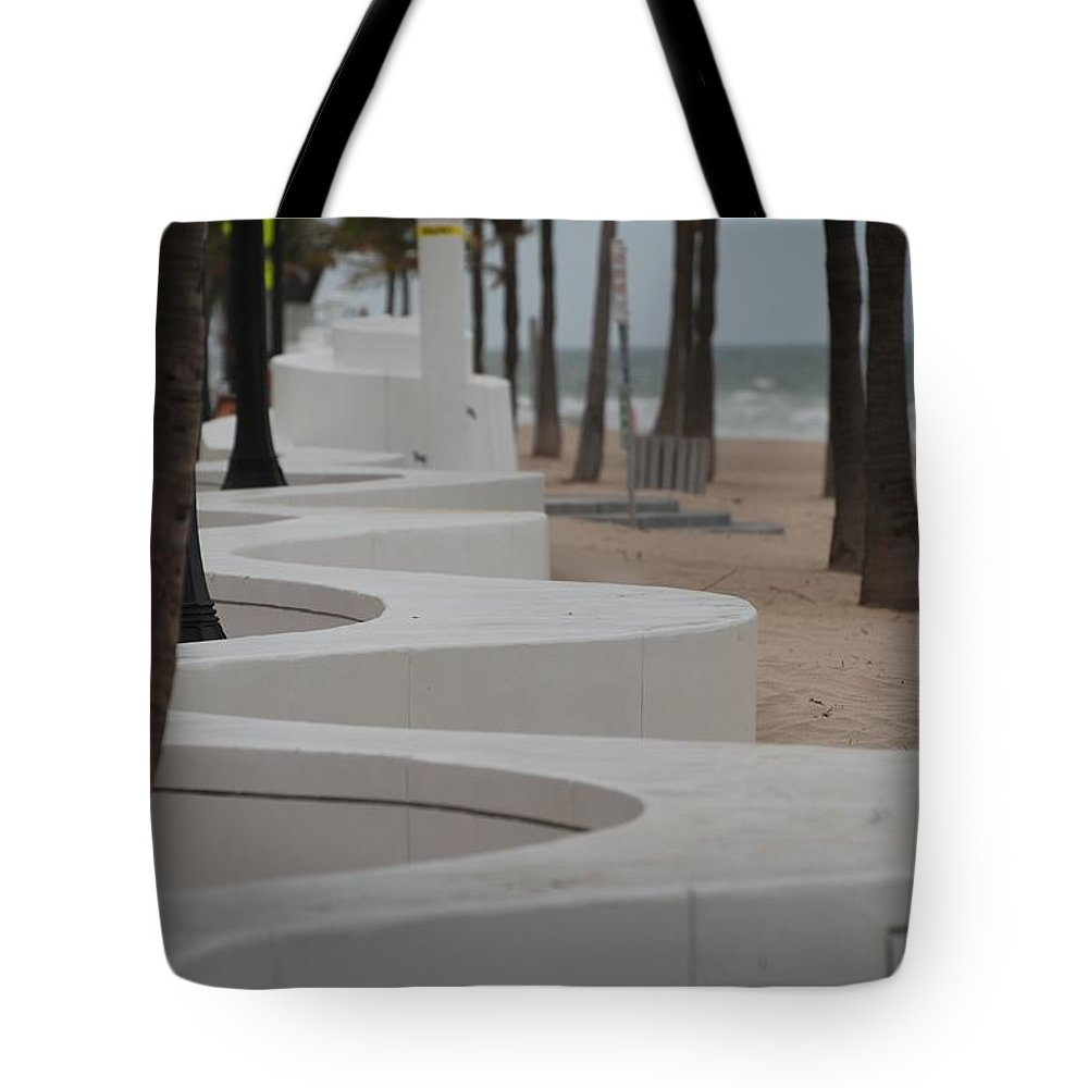 Pop Art Tote Bag featuring the photograph Zig Zag At The Beach by Rob Hans
