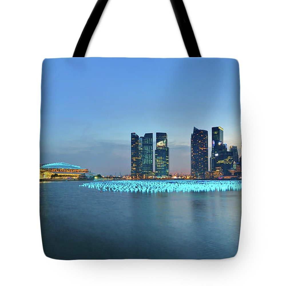 Tranquility Tote Bag featuring the photograph Singapore Marina Bay by Fiftymm99