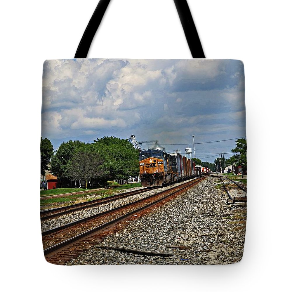 Union City In Tote Bag featuring the photograph Train In Motion by Robert M Worth Jr