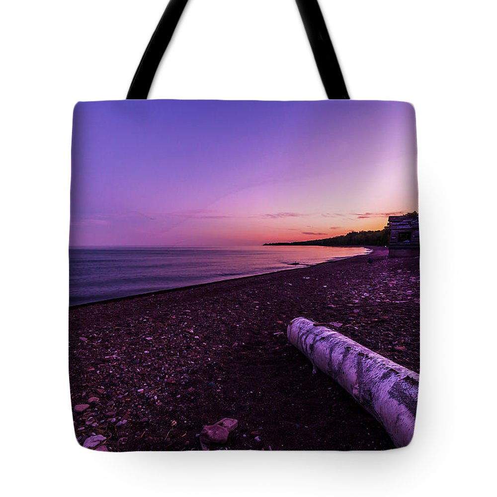 Lake Superior Tote Bag featuring the photograph Twilight on Lake Superior by Lonnie Paulson