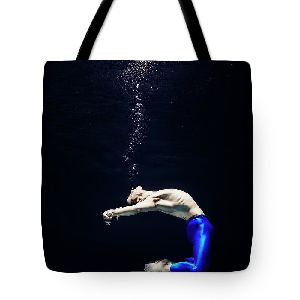 Ballet Dancer Tote Bag featuring the photograph Ballet Dancer Underwater by Henrik Sorensen