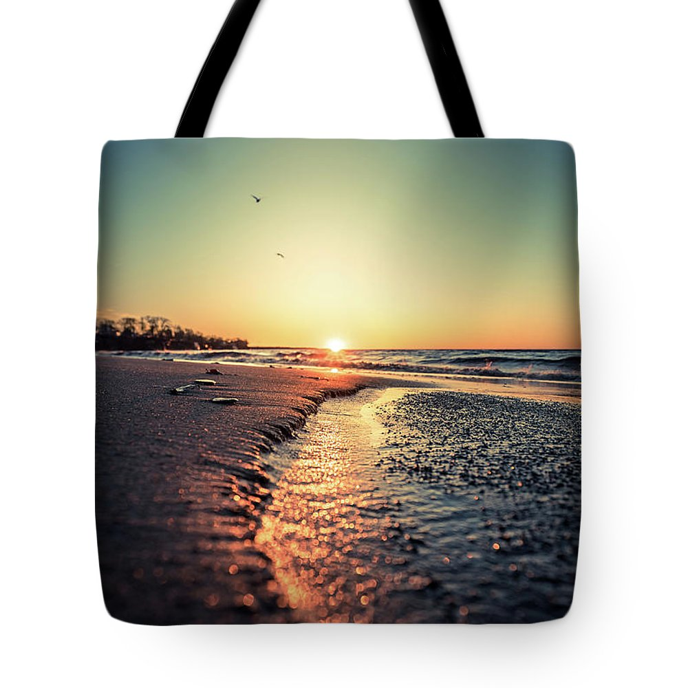 Beach Tote Bag featuring the photograph Lake Erie Sunset by Dave Niedbala