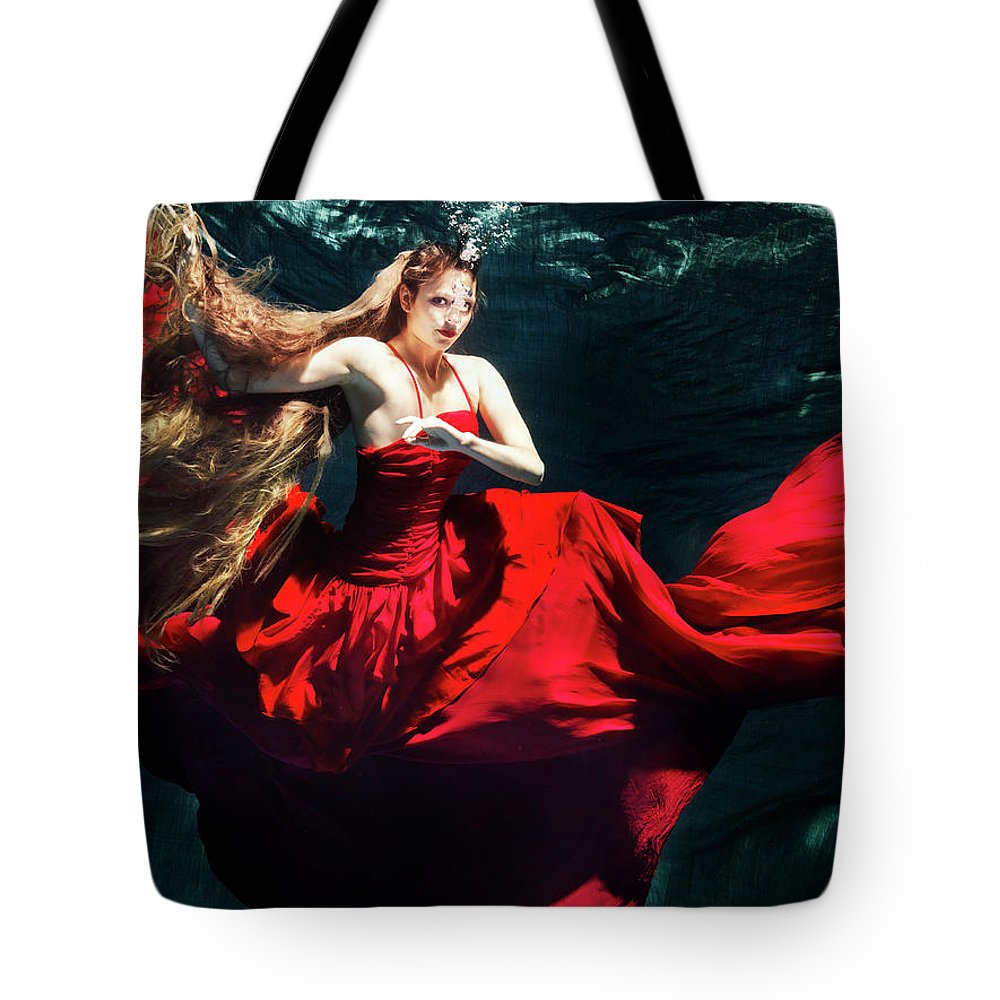 Ballet Dancer Tote Bag featuring the photograph Female Dancer Performing Under Water by Henrik Sorensen