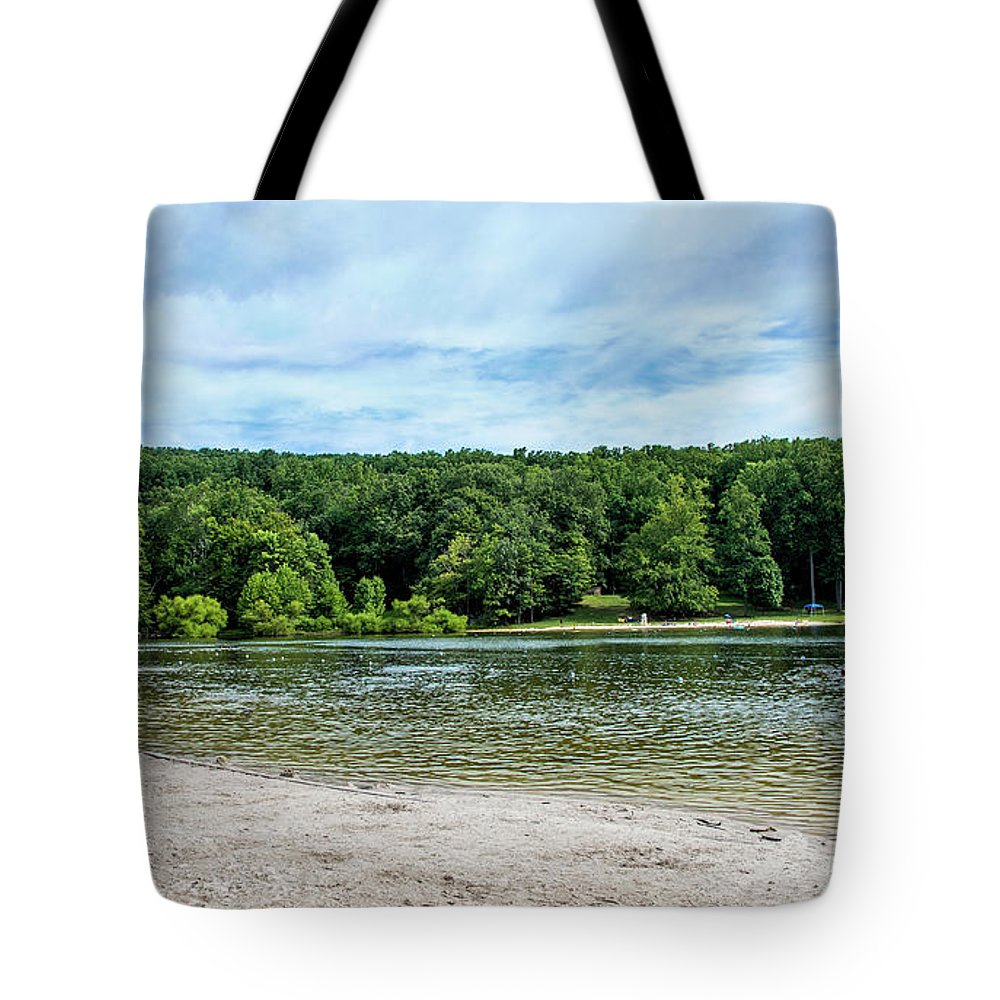 Hunting Creek Lake Tote Bag featuring the photograph Hunting Creek Lake In Cunningham Falls State Park - Maryland by Brendan Reals