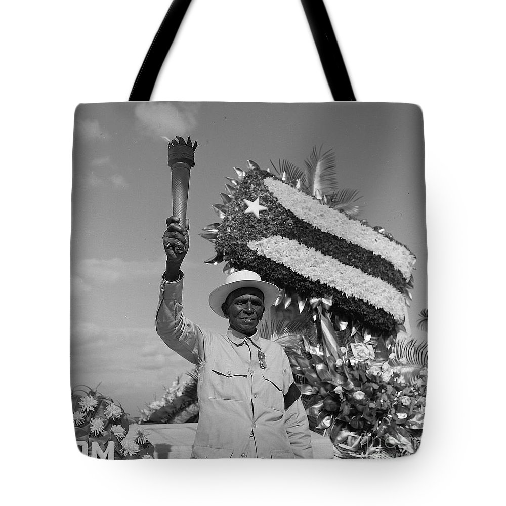 Man Tote Bag featuring the photograph A Statement Is Made by Venancio Diaz