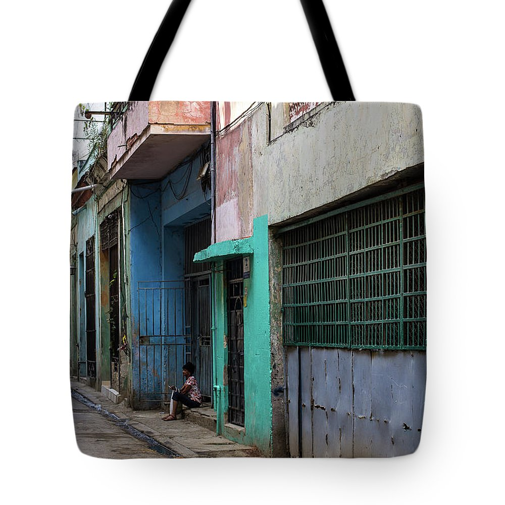 Alley Tote Bag featuring the photograph Alley In Cuba by Jennifer Thomas