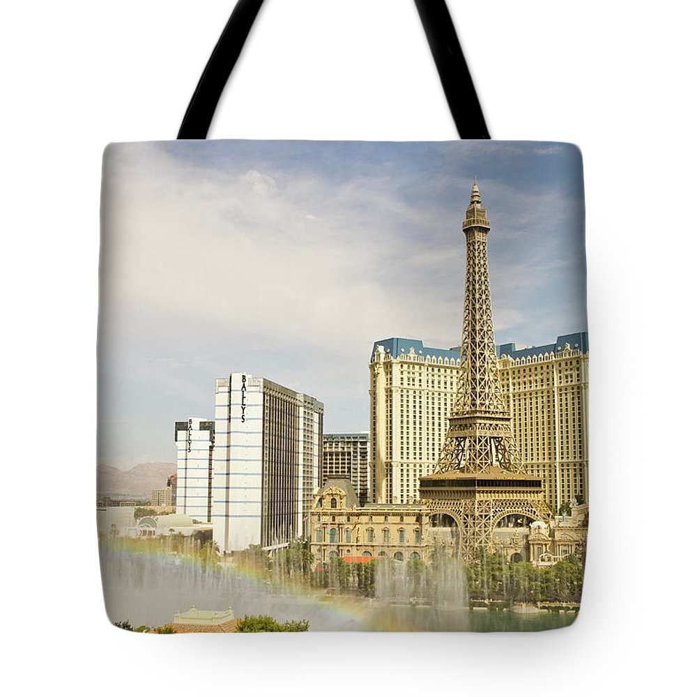 Las Vegas Replica Eiffel Tower Tote Bag featuring the photograph Bellagio Fountains by Davin G Photography