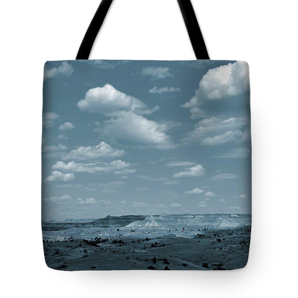 North Dakota Tote Bag featuring the photograph Burning Coal Vein Cloud Parade by Cris Fulton