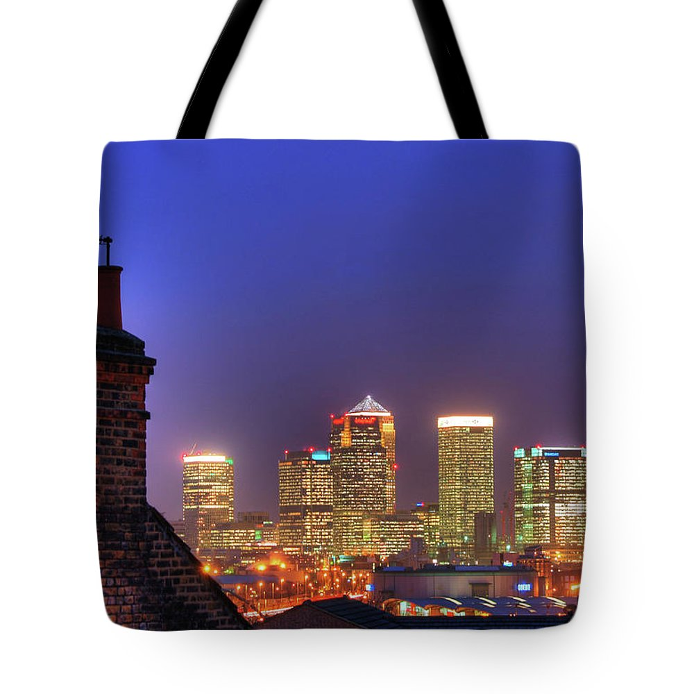 Clear Sky Tote Bag featuring the photograph Canary Wharf by Andy Linden