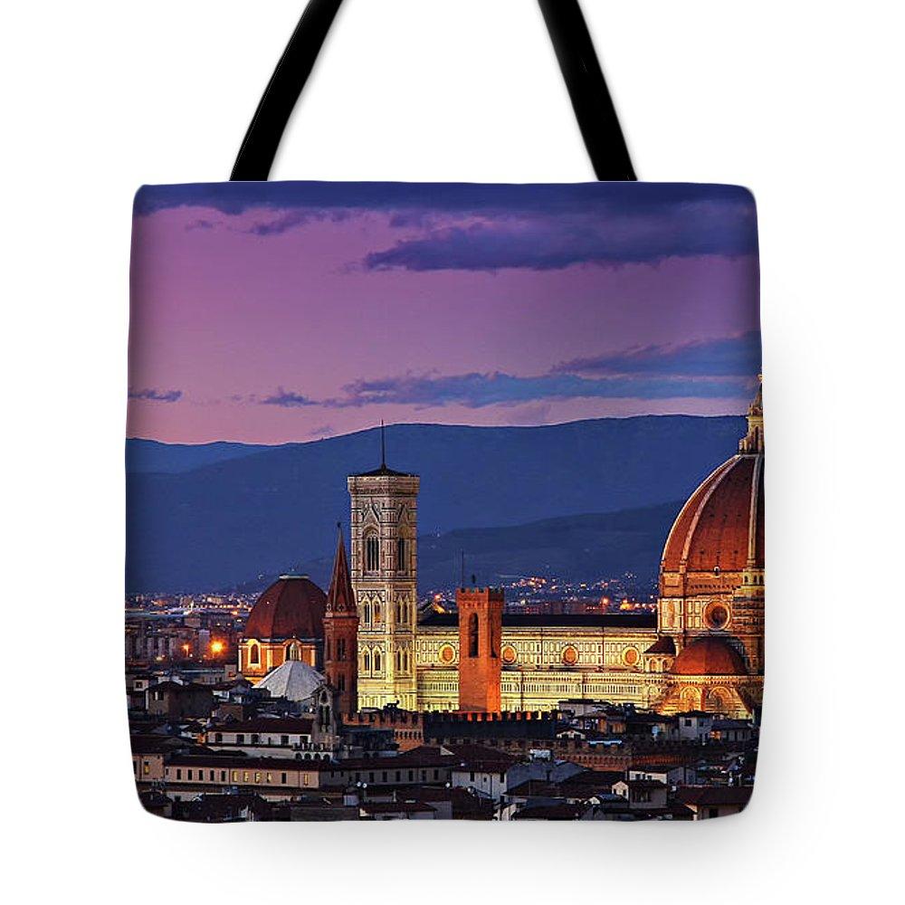 Outdoors Tote Bag featuring the photograph Cattedrale Di Santa Maria Del Fiore - by Www.matteorinaldi.it
