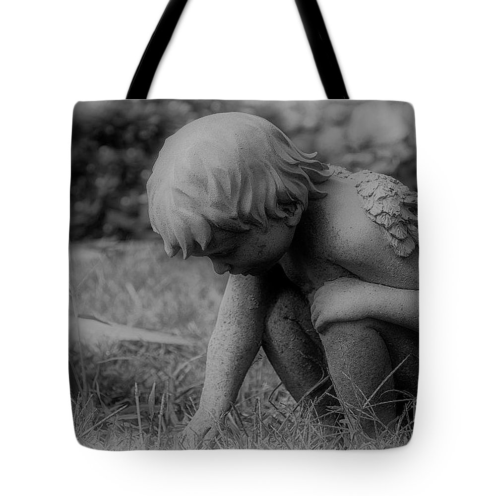 Cherub Tote Bag featuring the photograph Cherub In The Grass by Joe Geraci