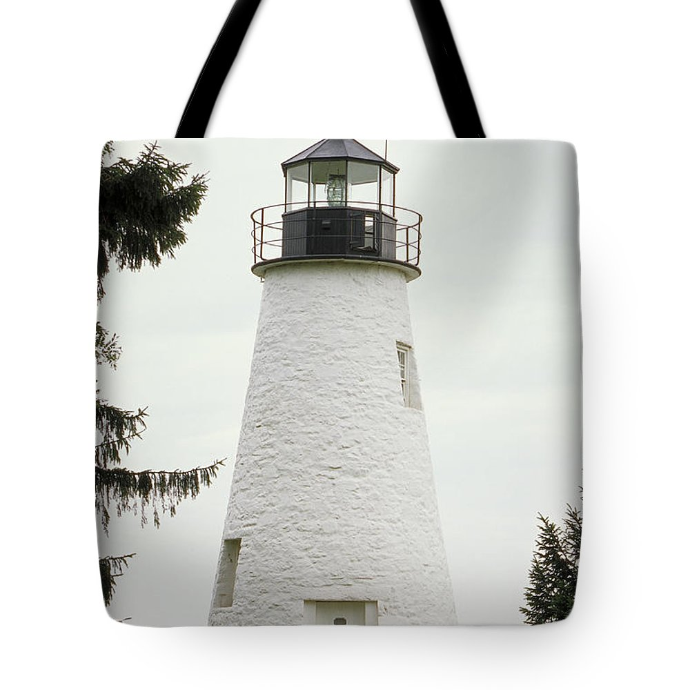 Scenics Tote Bag featuring the photograph Concord Point Lighthouse by Wbritten