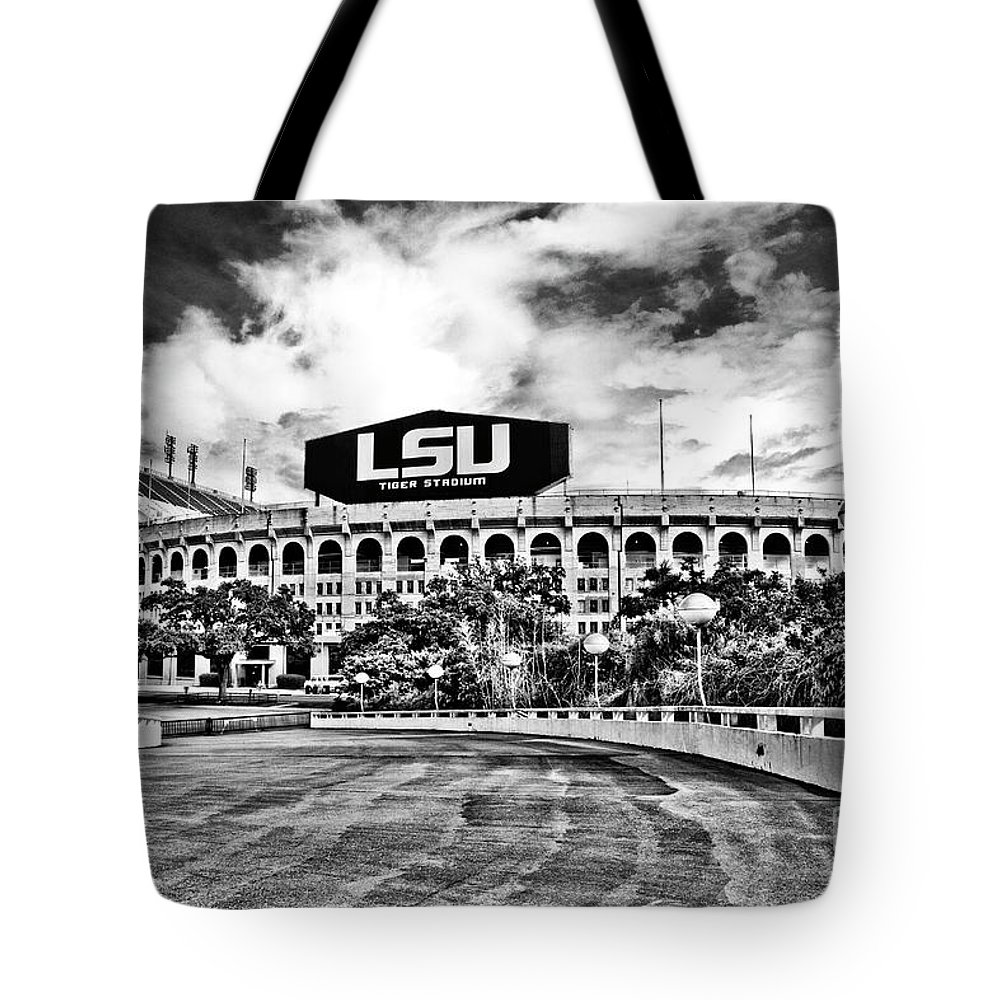 Black & White Tote Bag featuring the photograph Death Valley - Hdr Bw by Scott Pellegrin
