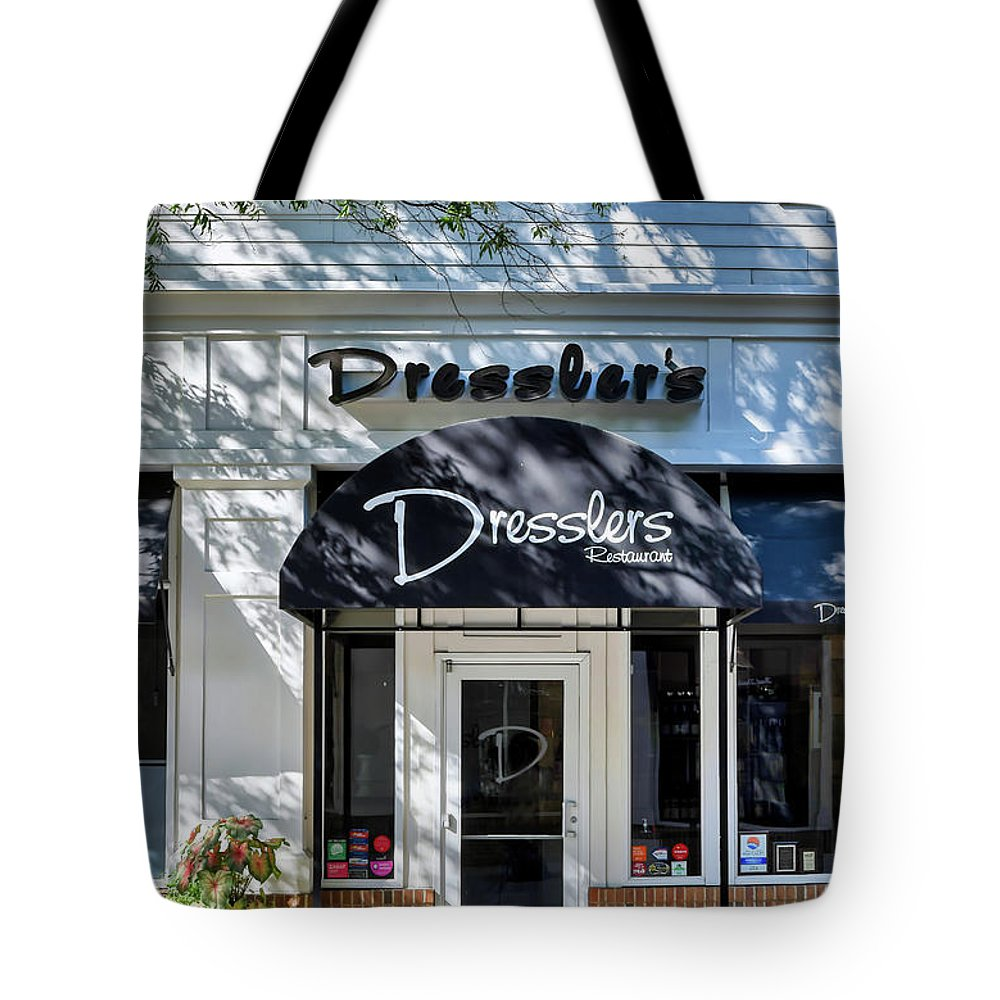 Birkdale Tote Bag featuring the photograph Dresslers Restaurant At Birkdale Village by Amy Dundon