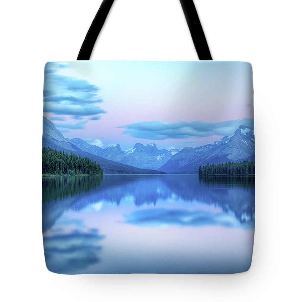 Moraine Lake Tote Bag featuring the photograph Dusk On Maligne Lake by Bike maverick