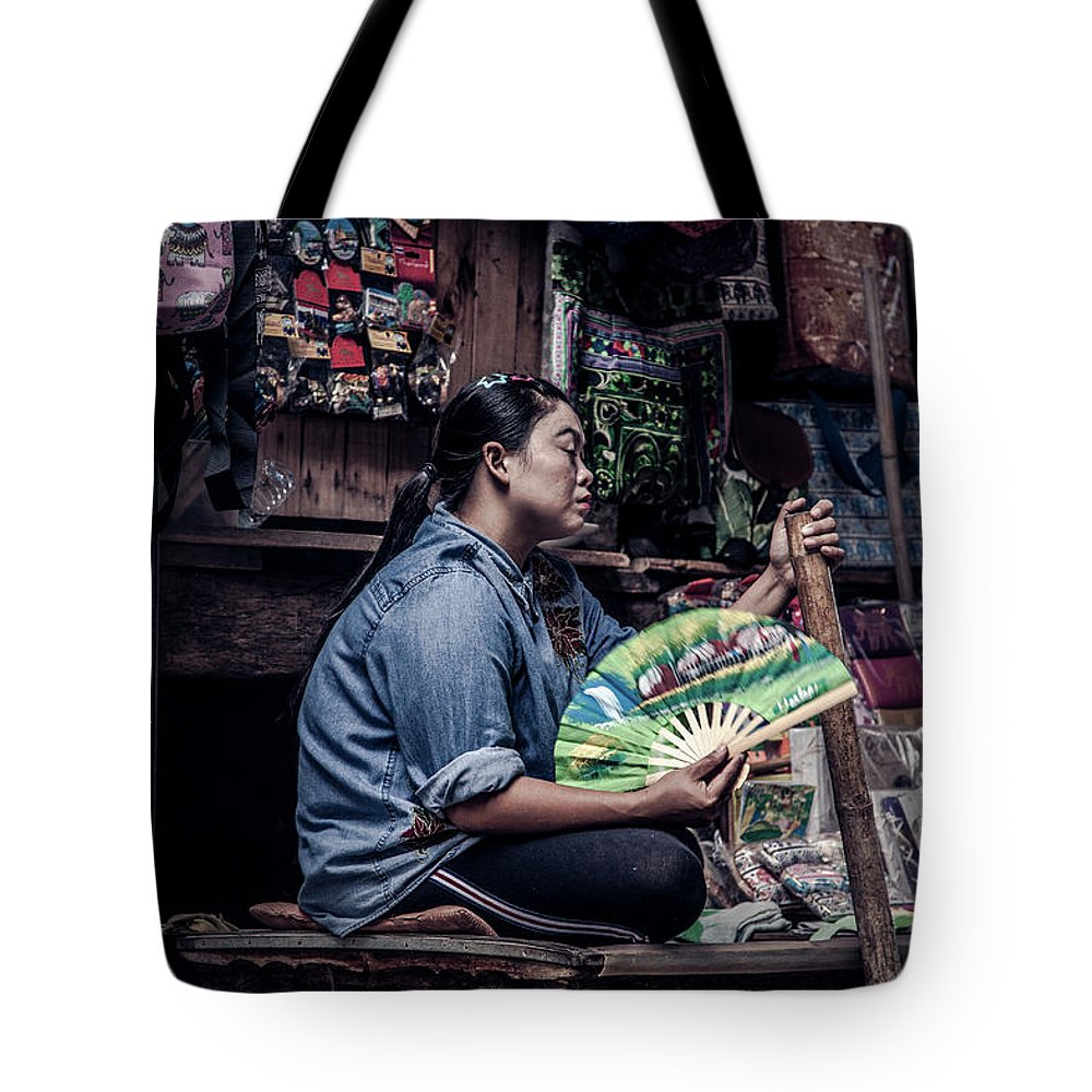 Travel Tote Bag featuring the photograph Fan Lady by Felipe Queriquelli