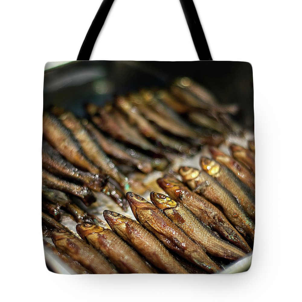 Retail Tote Bag featuring the photograph Fish by David Panevin Photography